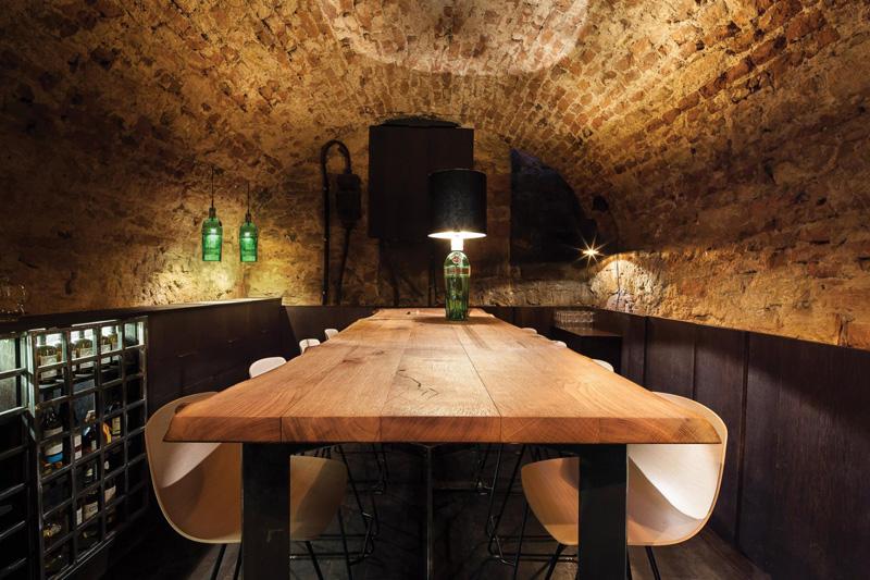 bar dans une cave