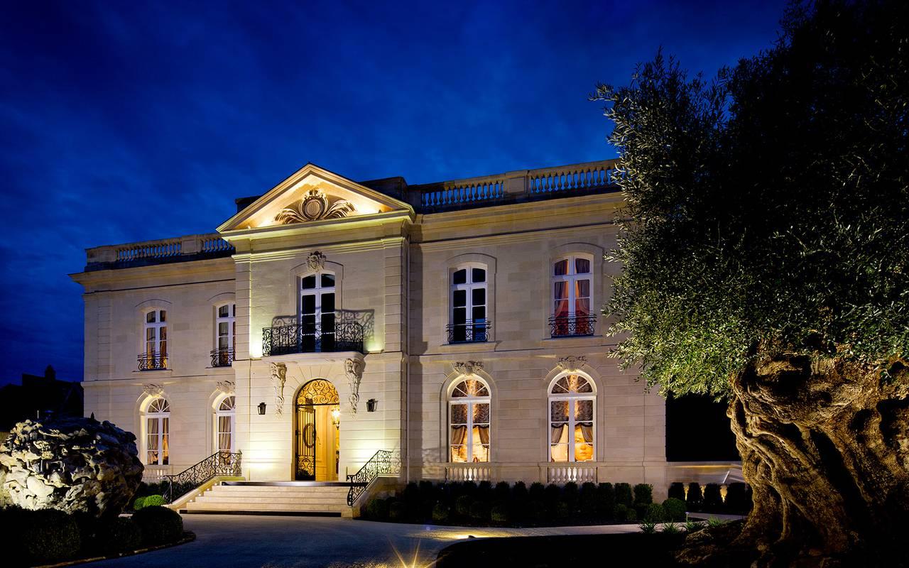 cool restaurant bordeaux with plus grande maison au monde. Black Bedroom Furniture Sets. Home Design Ideas