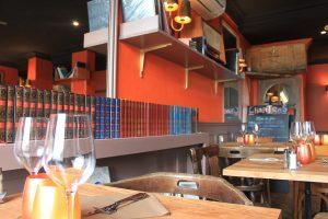 Lire au restaurant