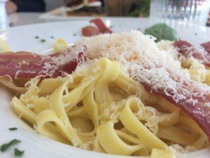les délicieuses pâtes au saumon du restaurant angel's italian diner à quimper