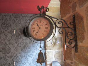 horloge intérieur sherlock holmes quimper