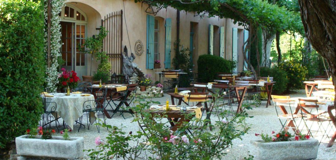 Terrasse d'été pour les beaux jours d'été - Hôtel Le Mas de Grés
