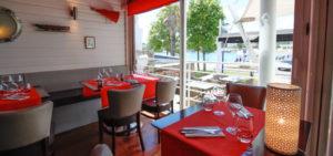 Plongez dans un décor moderne au bar restaurant Le Transat