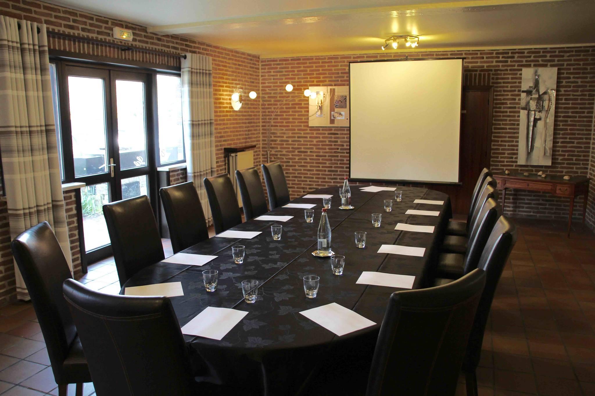Le restaurant La Cense accueille des repas de groupe, des réceptions et des réunions