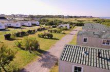 Dans un cadre naturel protégé à 100 m de la mer, le Camping de la Plage à Guidel dans le Morbihan en Bretagne Sud vous invite à la détente et au repos dans une ambiance familiale. hôtel et restaurant et camping reso 29