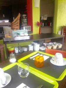 Délicieux petit-déjeuner à l'Hôtel du Port Rhu