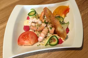 Entrée proposée au restaurant L'Ardoise Gourmande à Luçon en Vendée : Céleri rémoulade et langoustines