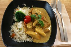 Entrée proposée au restaurant L'Ardoise Gourmande à Luçon en Vendée : Mijoté d'encornets sauce thaï