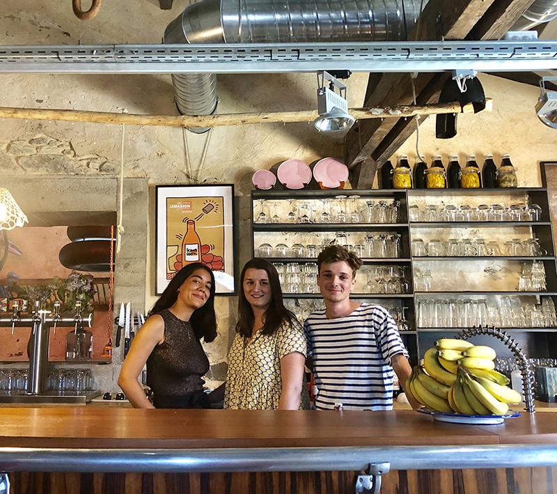 Équipe du bar Au Comptoir de la Ferme du Marais Girard à Bretignolles-sur-Mer