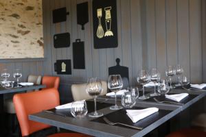 Salle du restaurant La Morlière à Sigournais, proche de CHantonnay, en Vendée.