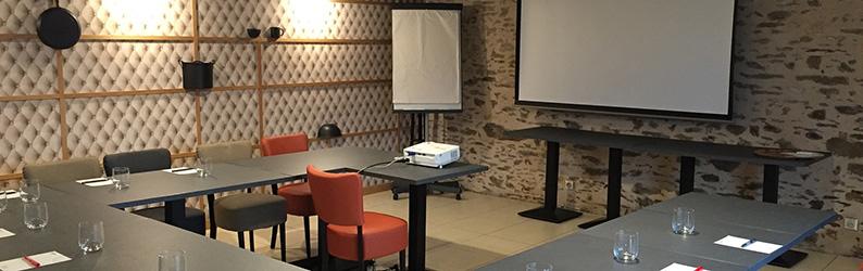 Salle de séminaire du restaurant La Morlière à Sigournais, proche de Chantonnay en Vendée