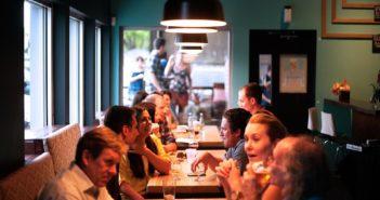Repas au restaurant entre amis ou en famille