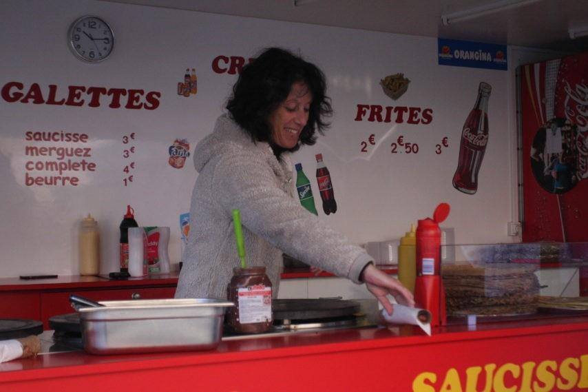 Thérèse Delaunay vend des galettes saucisses
