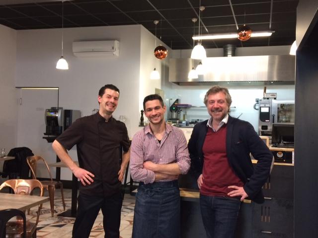 Alexandre Vavasseur, David Boisseau et Rodolphe Gilbert posent dans le restaurant Le Garde Manger à Olonne-sur-Mer