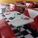 Intérieur années 50 du restaurant Angel's Italian Diner
