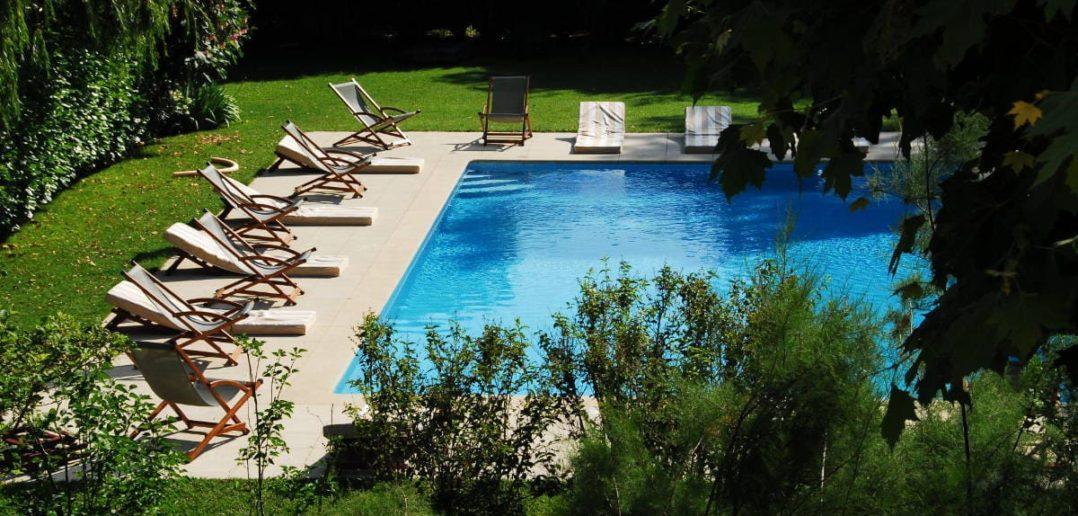 Une piscine pour les beaux jours d'été - Hôtel Le Mas de Grés
