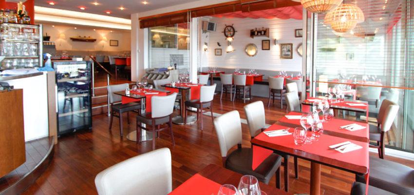 Une jolie décoration marine pour le bar restaurant le transat à Bénodet