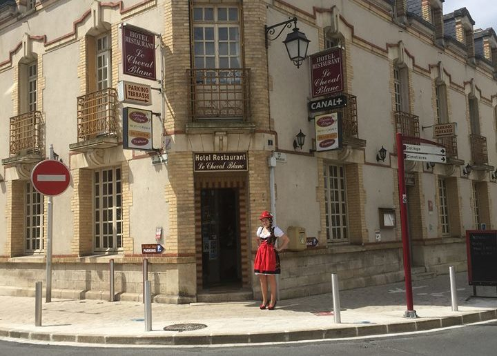 Devanture du Cheval Blanc à Jargeau