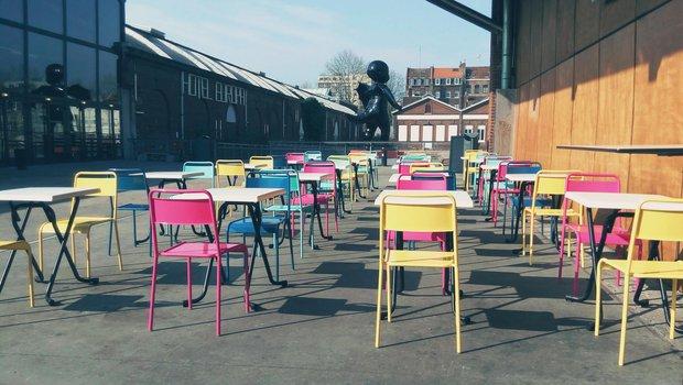 Le Bistrot de Saint So est idéalement placé loin de la circulation des voitures et dans l'espace culturel de la Gare Saint Sauveur réhabilitée à Lille