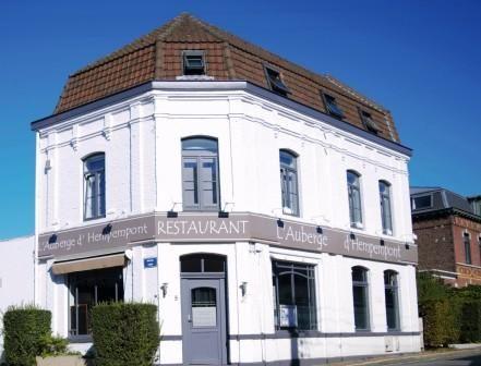 Le Restaurant L'Auberge d'Hempempont est en effet original : il propose de déjeuner et de dîner dans deux cadres totalement différents. Restaurant à Lille