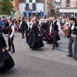 Magnifiques costumes traditionnels au Festival Les Filets Bleus