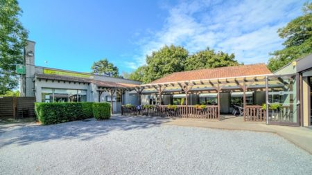 Logis Hôtel à Neuville-en-Ferrain