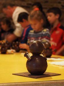 Atelier chocolat au Château de Kergroadez