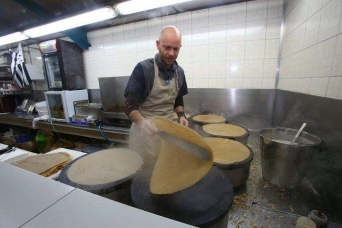 Galette-saucisse au marché de la Criée