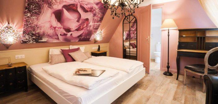 Une chambre sublime décorée avec de magnifiques matériaux