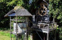 La hutte gauloise parfaite pour une soirée en amoureux en pleine nature pour la Saint-Valentin