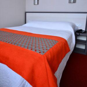 Découvrez une des chambres vue mer de l'Hôtel du Bois à Plouzané