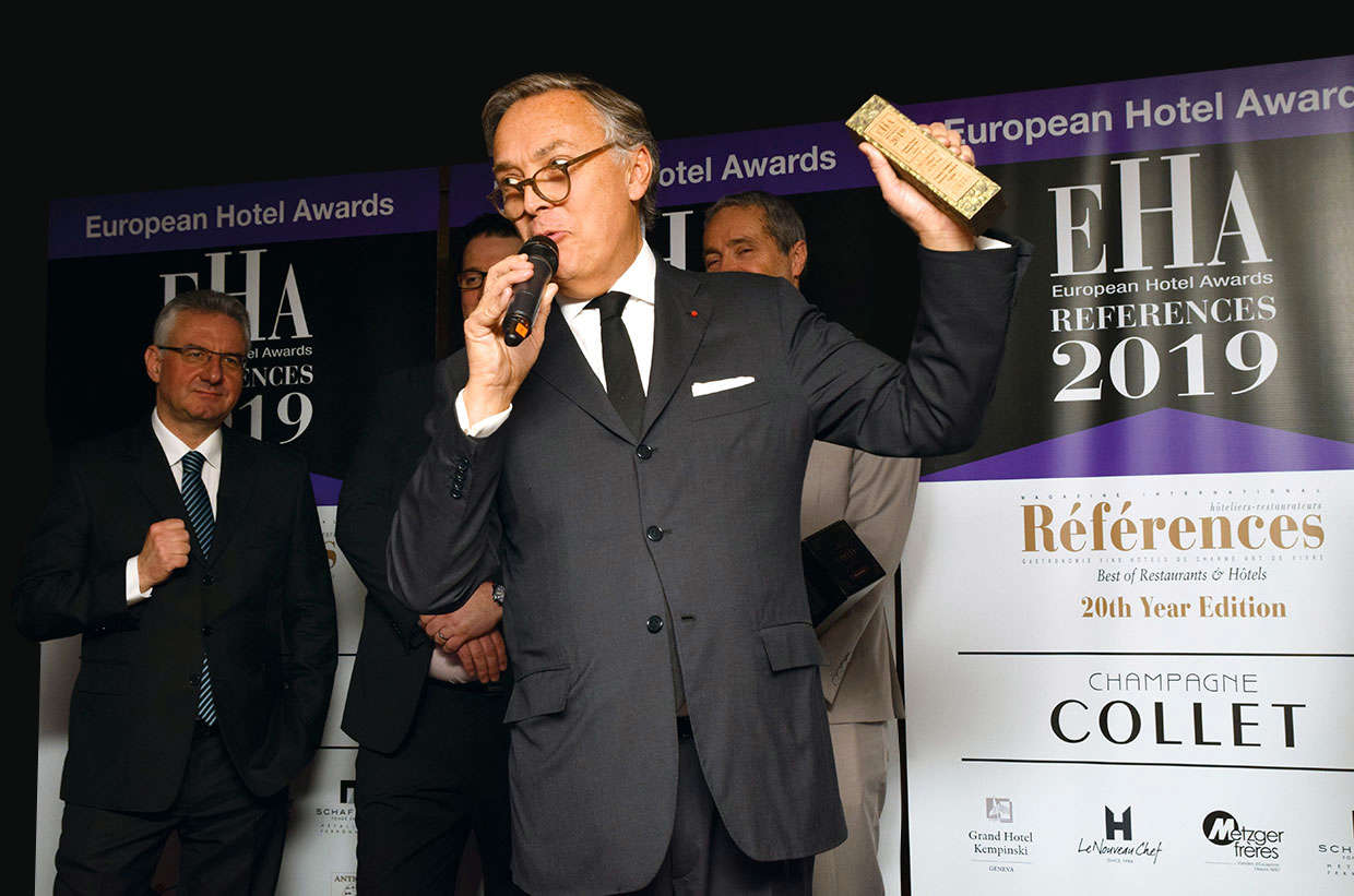 Remise du trophée de Chief Operating Officer des European Hotel Awards
