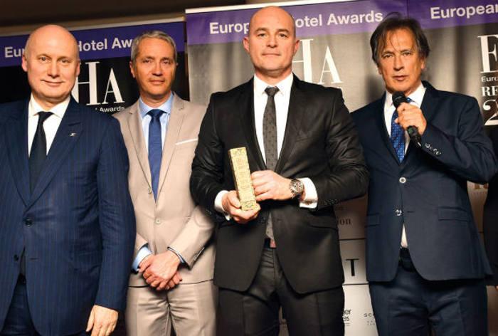 Remise du trophée de l'hôtel historique de l'année European Hotel Awards