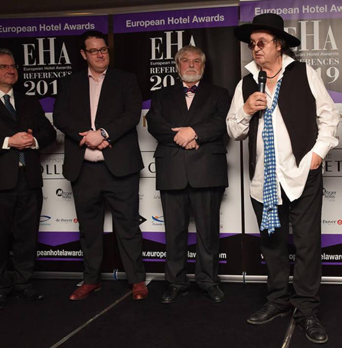 Remise du trophée de l'hôtel de montagne de l'année European Hotel Awards