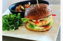 Découvrez le délicieux burger du restaurant l'étrier en Alsace