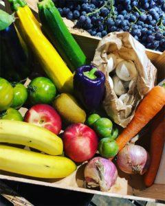 Panier de la semaine avec fruits et légumes de saison